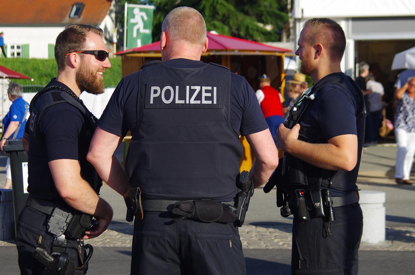 Lachende Polizisten