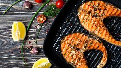 Lachs grillen: Garzeit, Tipps und Rezepte für den Grill