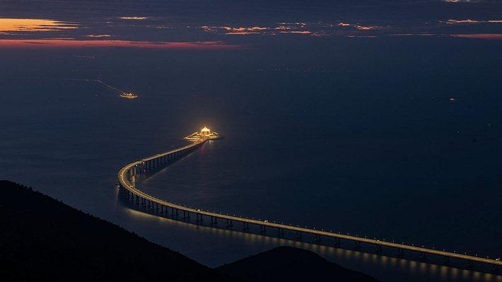 Längste Seebrücke der Welt - Foto: iStock / Matt Leung