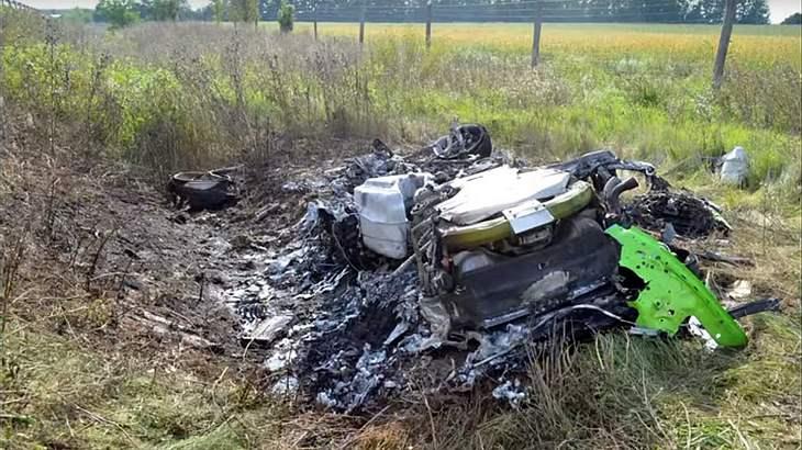 Ein Hobby-Rennfahrer baut mit seinem Lamborghini Huaracan bei 320 km/h einen Unfall
