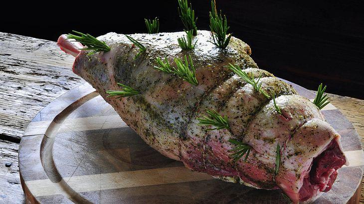 NIcht nur zu Ostern: Lammkeule grillen