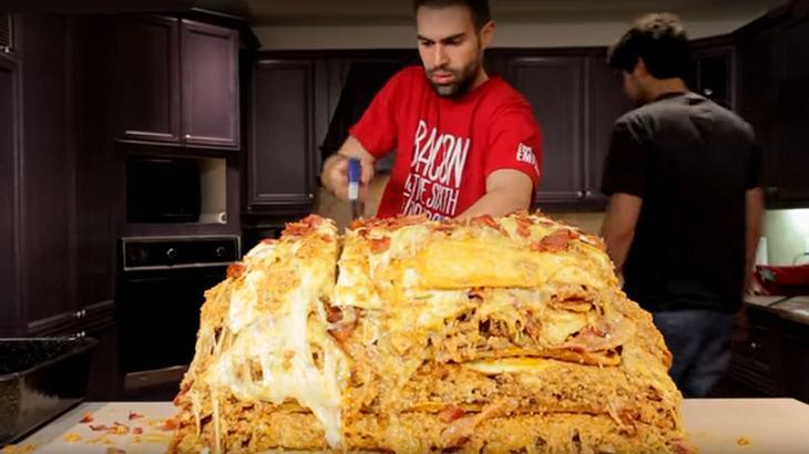 Epic Meal Time: YouTuber kochen Lasagne mit 1 Million Kalorien