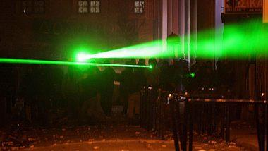 Laserpointer - Foto: Getty Images / Milos Bicanski