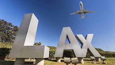 Flughafen Los Angeles erlaubt Flugreisen mit Cannabis im Gepäck - Foto: iStock / Pgiam