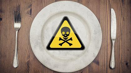 7 Lebensmittel, die beim Wiedererwärmen giftig werden - Foto: iStock / altmodern ; istock / arcady_31 (Collage: Männersache)
