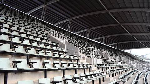 Leere Stadion-Tribüne - Foto: iStock / primeimages