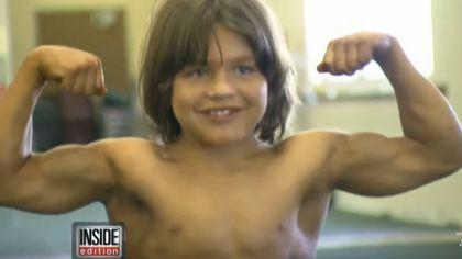 Richard Sandrak ist auch als Little Herkules bekannt - Foto: YouTube / Inside Edition