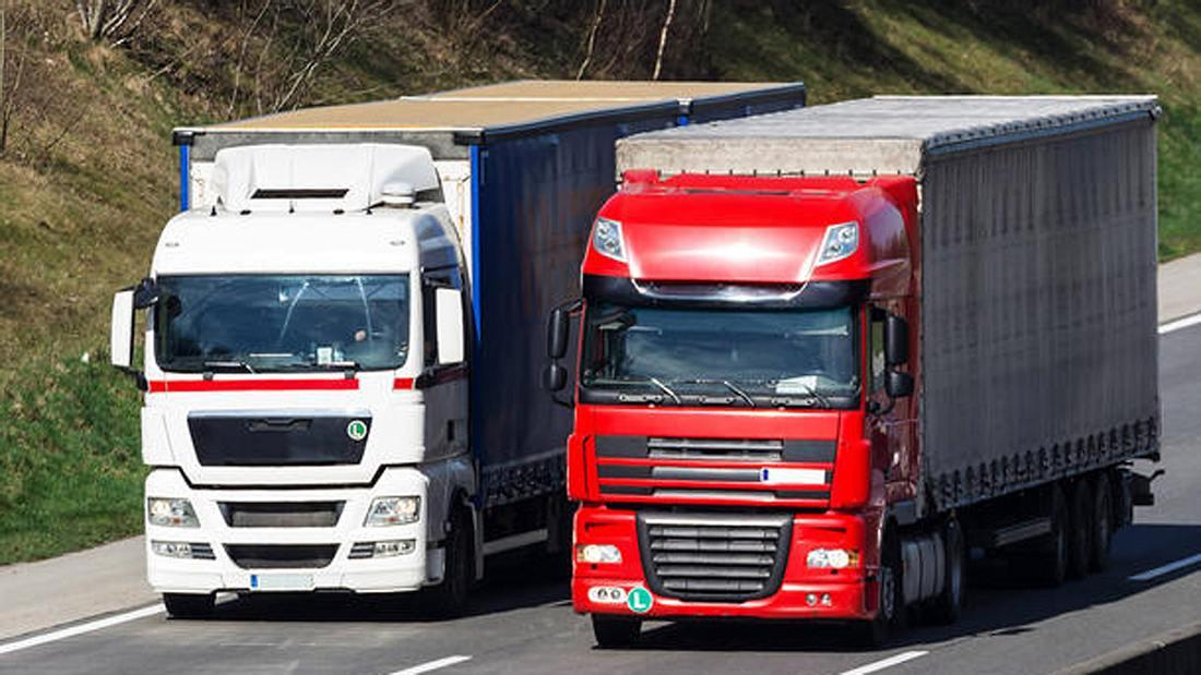 Das Amtsgericht Hamm hat entschieden, wie lange Lkw maximal andere Verkehrsteilnehmer überholen dürfen