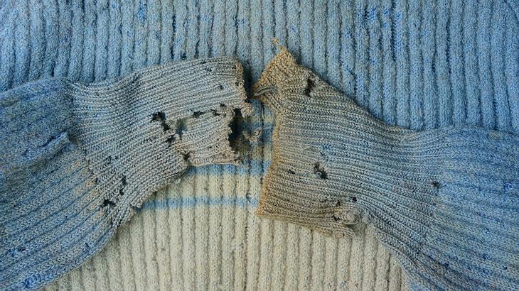 Pullover mit Löchern