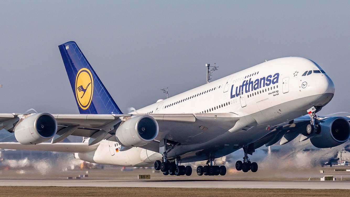 Ein A380 der Lufthansa hebt ab