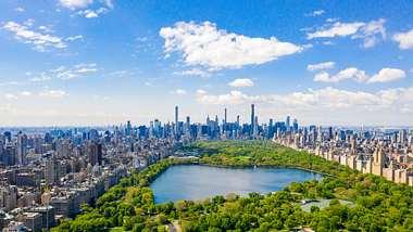 Klarer Himmel über New Yorks Central Park - Foto: iStock / Ingus Kruklitis