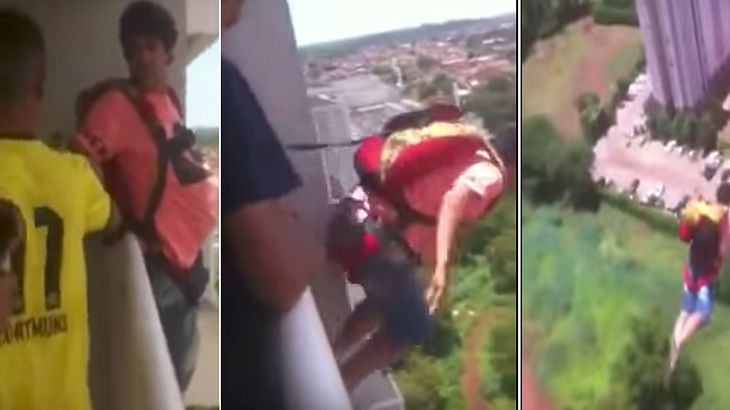 Ein Brasilianer springt mit einem Fallschirm von einem Hochaus-Balkon