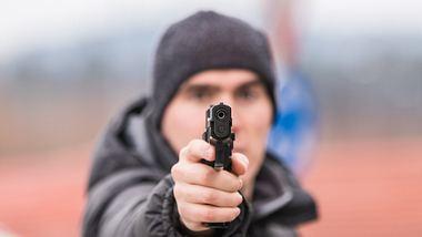 Sicherheitsabstand unterschritten: Mann zückt Schusswaffe