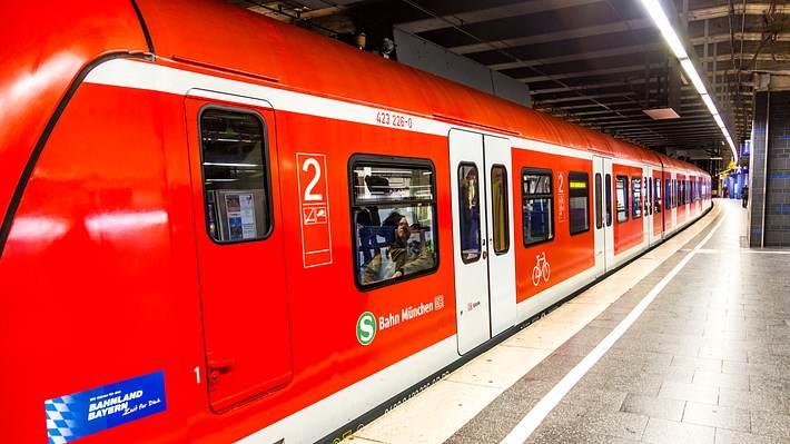S-Bahn - Foto: iStock/einzahn