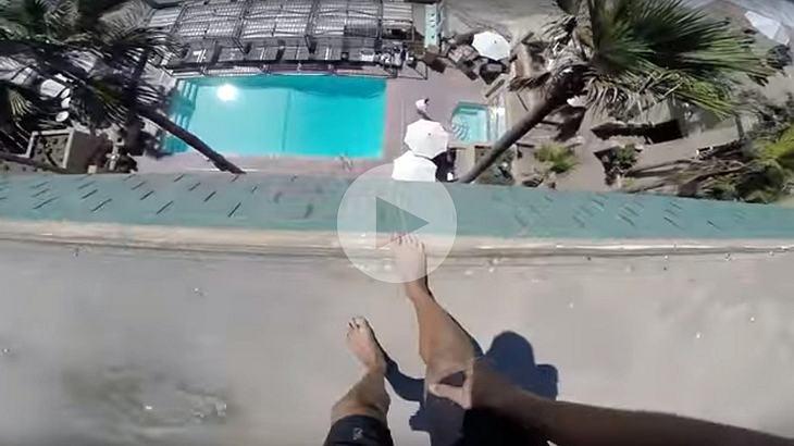 YouTuber ig: 8Booth ist mit seiner GoPro von einem Hoteldach in dessen Swimmingpool gesprungen
