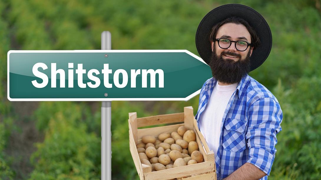 Junger Bauer und seine Kartoffeln - Foto: iStock / diignat; mindscanner