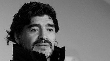 Maradona beigesetzt - inklusive Polizeieinsatz und pikanten Enthüllungen
