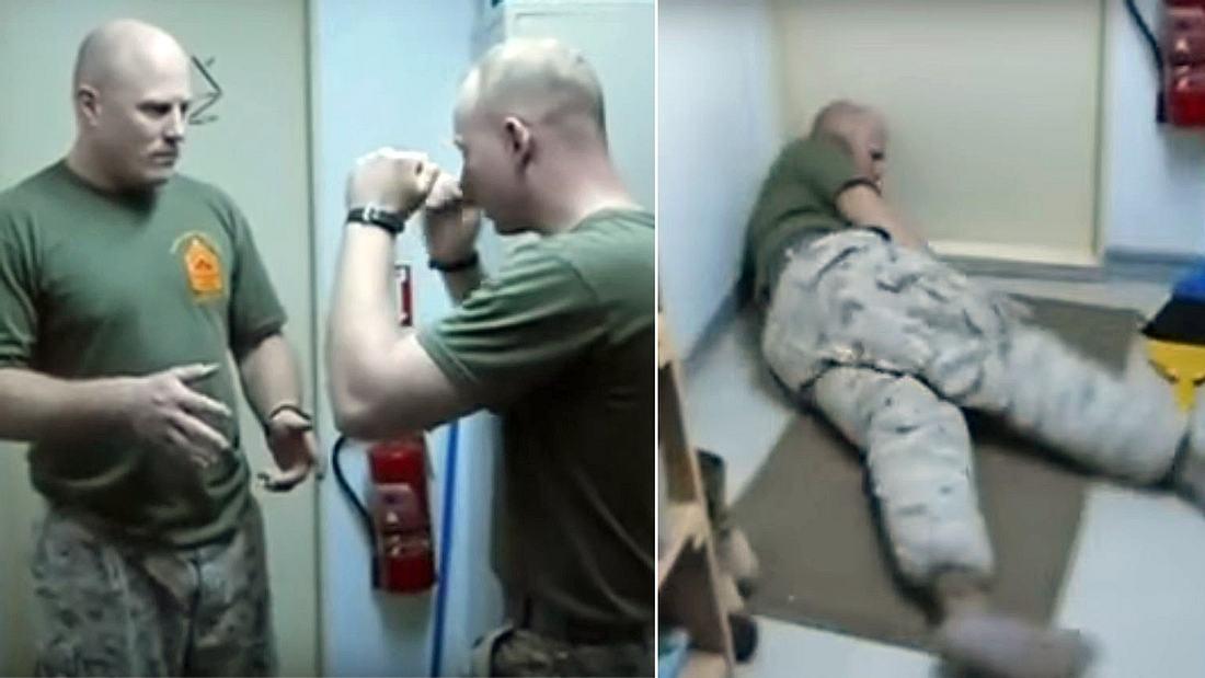 Brachial Stun: Ein US-Marine knockt einen Soldaten mit einem Handkantenschlag ins Genick aus