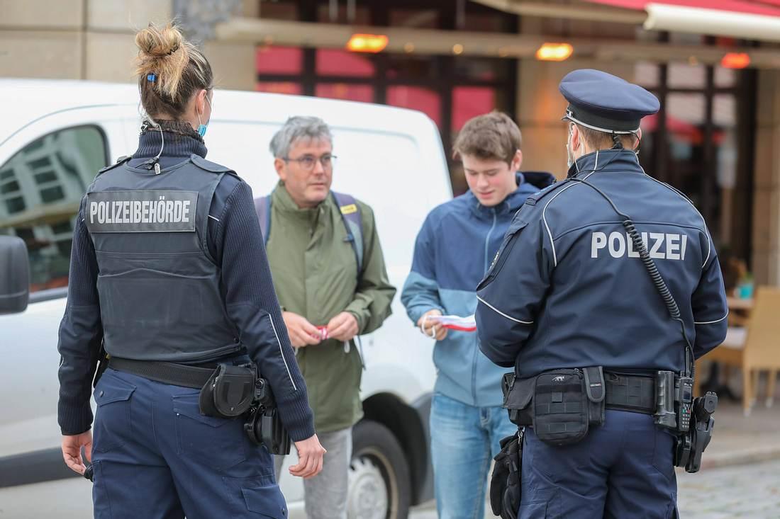 Maskenpflicht-Polizeikontrolle