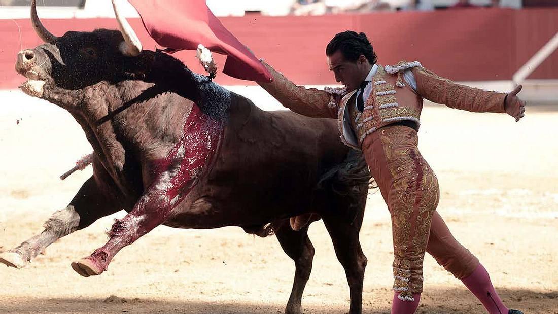 Matador Ivan Fandino stirbt nach der Attacke eines Bullen während eine Stierkampfes