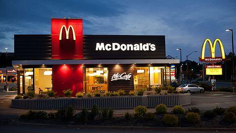 Penis-Hubschrauber bei McDonalds. - Foto: iStock/sshaw75