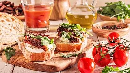 Deshalb ist die mediterrane Küche so gesund - Foto: iStock/tbralnina