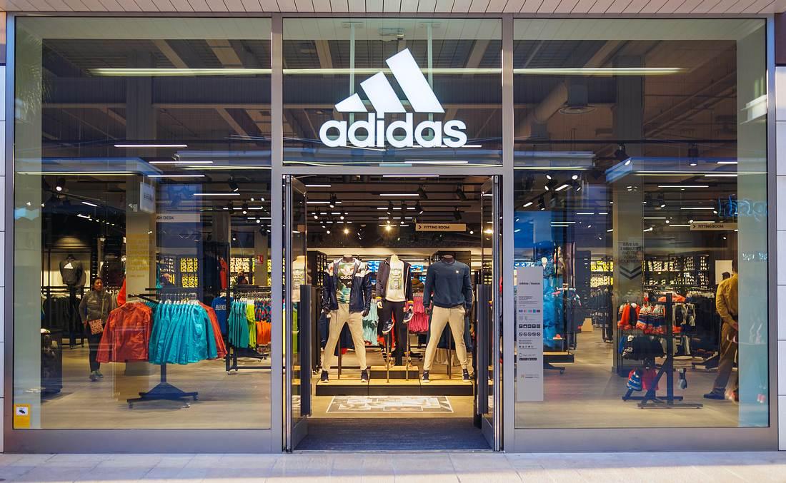 Ladenfront eines Adidas-Geschäfts