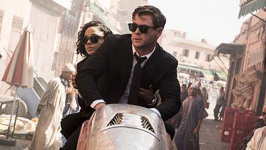 Chris Hemsworth und Tessa Thompson in Men in Black International - Foto: Sony Pictures