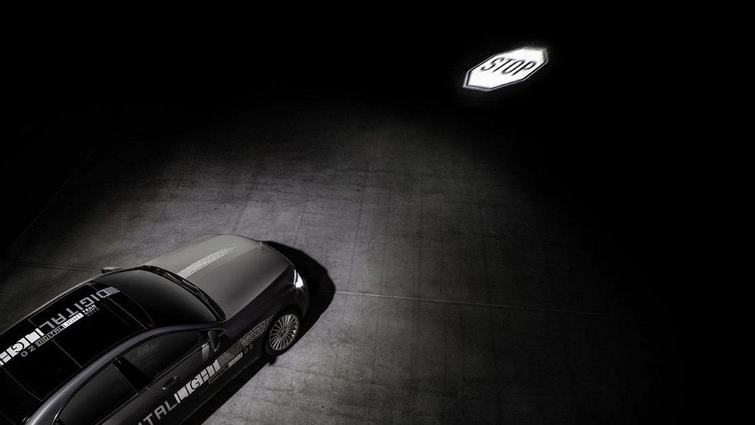 DIGITAL LIGHT: Mit der neuen HD-Scheinwerfergeneration lassen sich hochauflösende Projektionen auf die Straße beamen