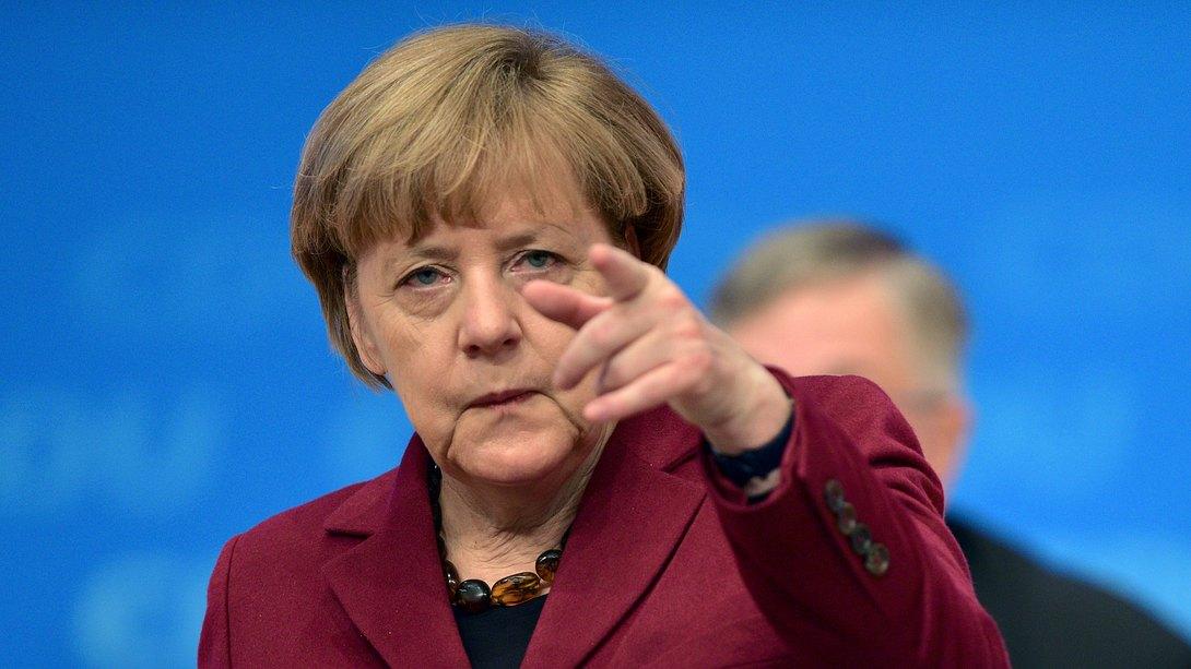 Merkel bittet zum Krisengipfel