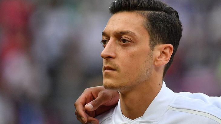 Darum singt Mesut Özil die deutsche Nationalhymne nicht mit