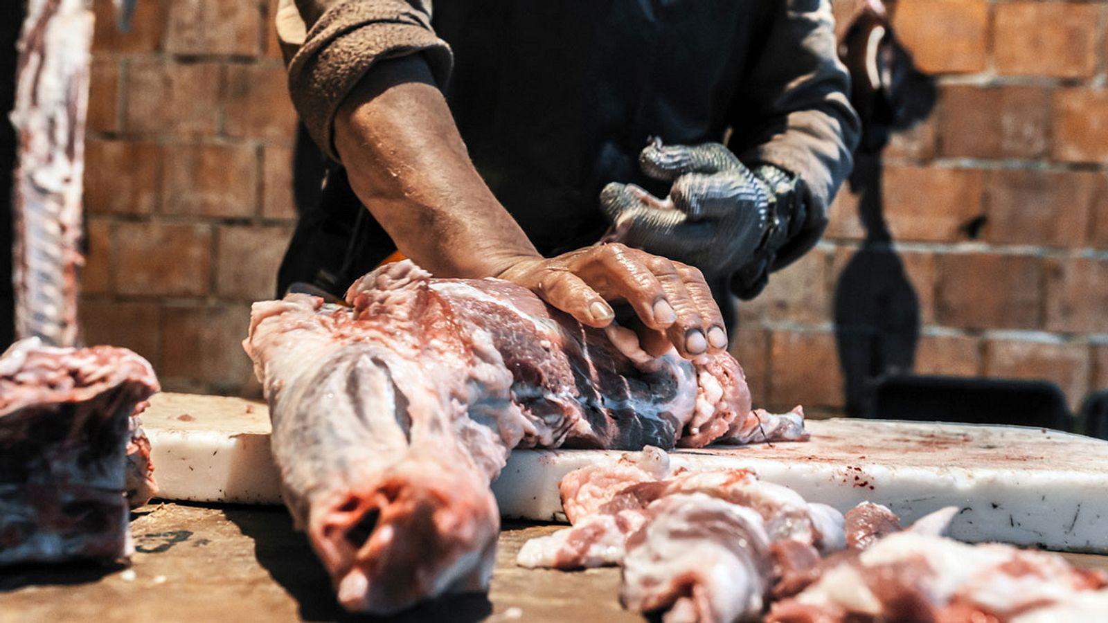 Veganer Küchenchef serviert ahnungslosen Kunden Menschenfleisch