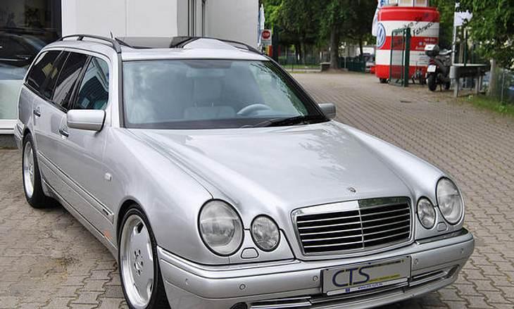 Der Mercedes E55 AMG vom siebenmaligen Formel-1-Weltmeister und Rennikone Michael Schumacher steht zum Verkauf
