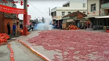 Chinesen zünden 1.000.000 Böller gleichzeitig an und die Welt geht unter