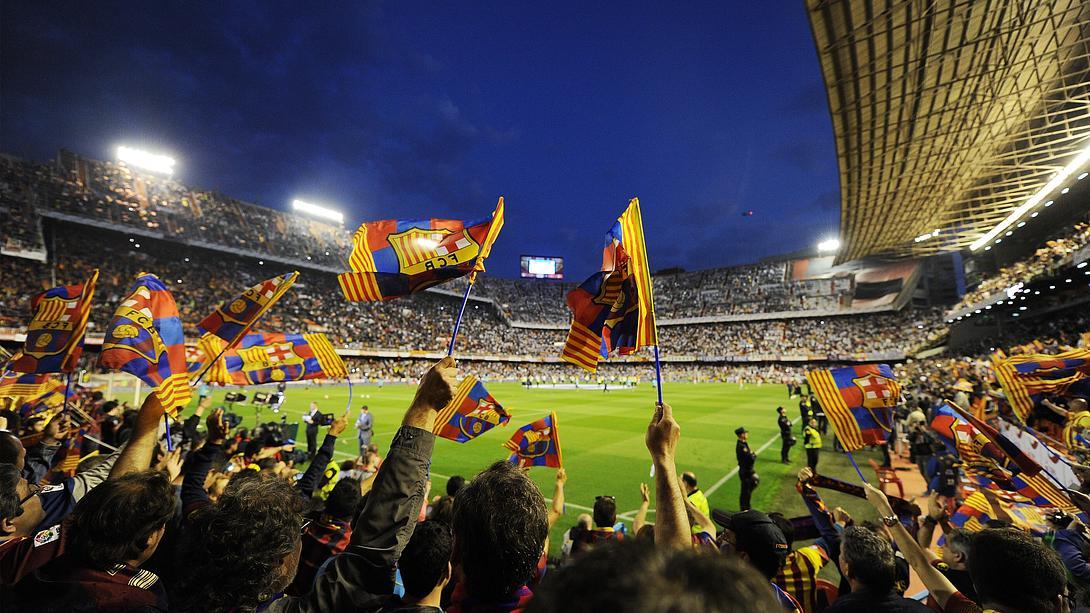 Fußballfans im Stadion - Foto: GettyImages/Denis Doyle