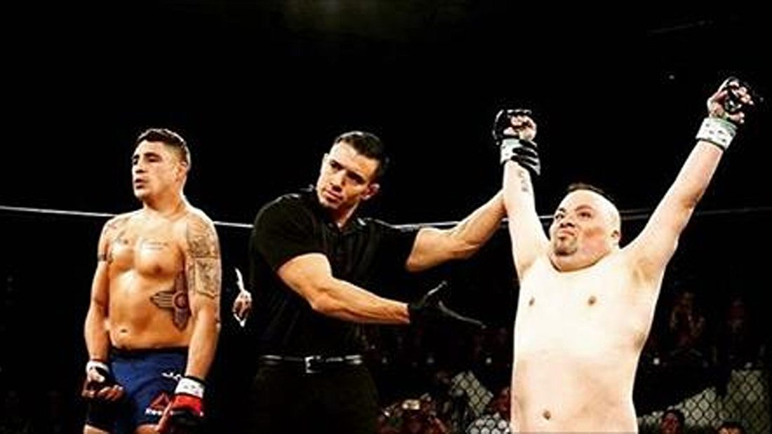 "Trotz Down Syndrom: Isaac ""The Shermanator"" Marquez besiegt UFC-Veteran Diego Sanchez"