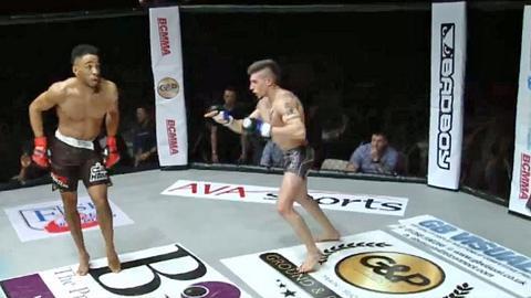 MMA-Fighter verhöhnt Gegner mit Tanz. Kassiert die Quittung