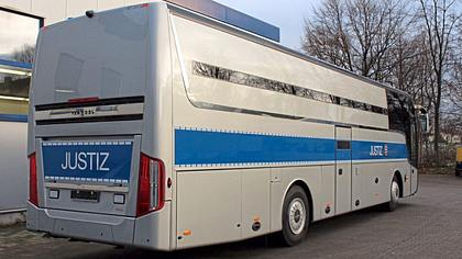 Mit 27 Zellen: Deutsche Firma baut Gefängnis auf Rädern