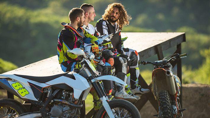 Die passende Kleidung fürs Moto-X - Foto: iStock / skynesher