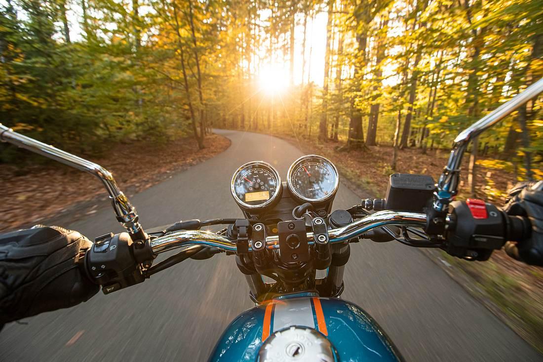 Motorradfahrer aus Selbstperspektive