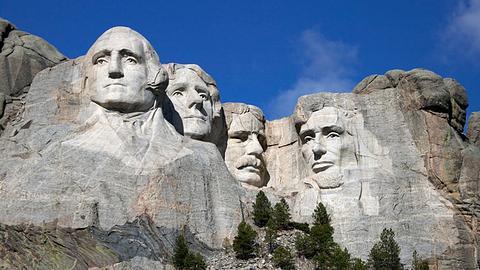 Mount Rushmore: die in Granit gemeiselten US-Präsidenten minus Trump - Foto: iStock/blackestockphoto