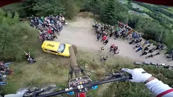 GoPro-Video: Mountainbiker zerstört härteste Rennstrecke der Welt