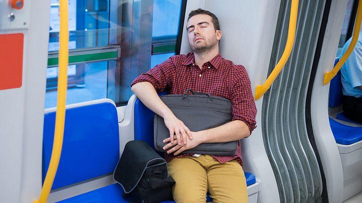 In der Bahn eingeschlafen