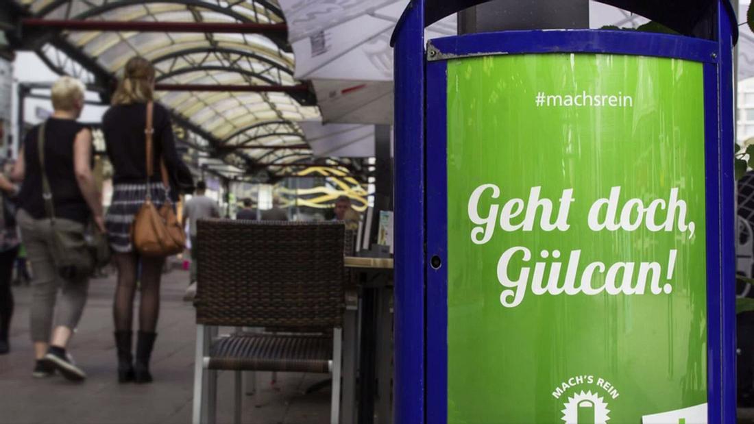 Sind diese Plakat rassistisch? Die Stadt Duisburg sieht sich im Rahmen einer Mülleimer-Kampagne mit einem Shitstorm konfrontiert