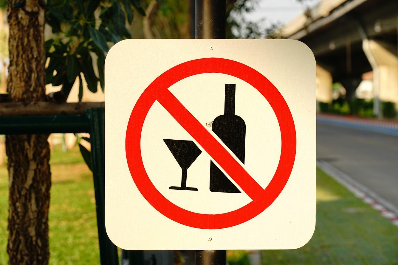 Alkoholverbot-Schild