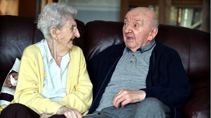98-Jährige zieht ins Altersheim, um bei ihrem 80-jährigen Sohn zu sein