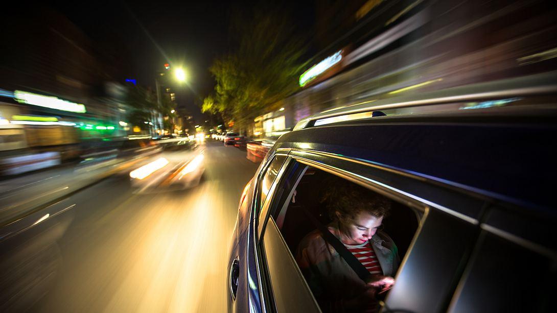 Nachts im Auto - Foto: iStock / halbergman