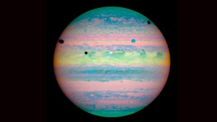 Was für ein rares Bild: eine dreifache Mondfinsternis des Jupiter