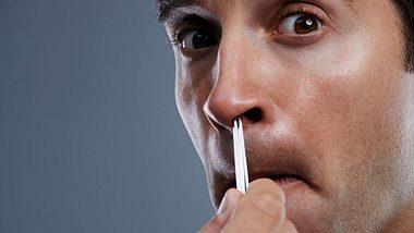 Lebensgefahr: Warum du deine Nasenhaare auf keinen Fall zupfen solltest