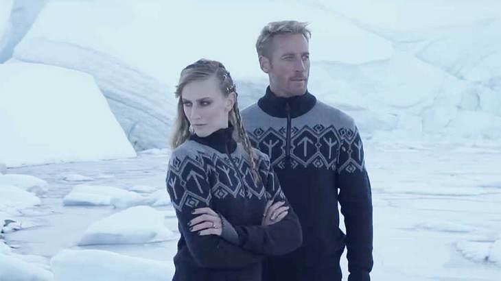 Zeigen diese Pullover Nazi-Symbolik?